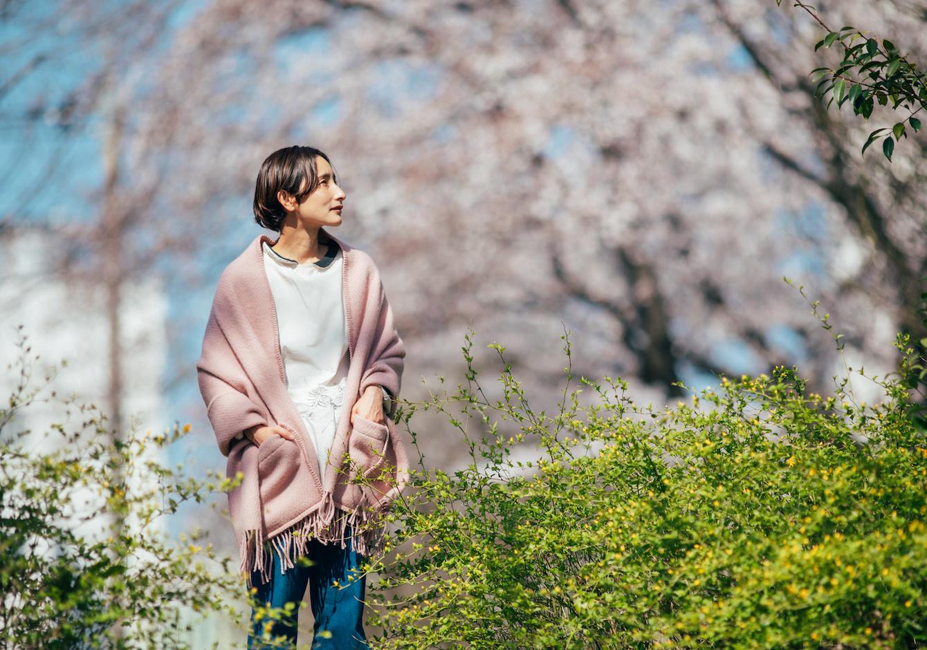 春もいっしょに、ポケットショール / 2021年春の新色《SAKURA》のイメージ画像