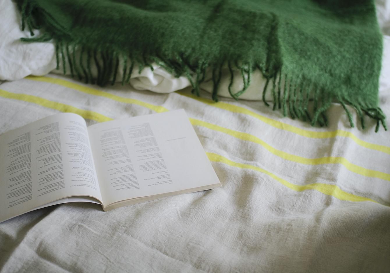 冬のベッドリネン / リネンとモヘヤのイメージ画像