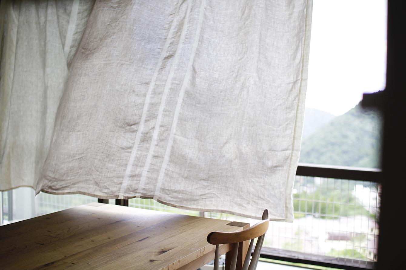 かけて、飾って。夏の暮らしを楽しむリネンのイメージ画像
